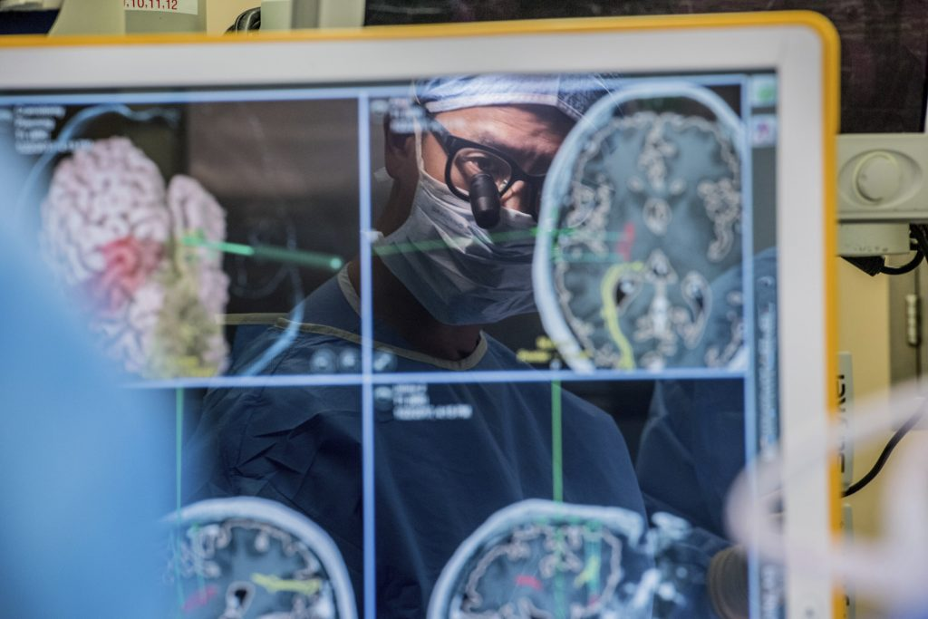 Device taps brain waves to help paralyzed man communicate